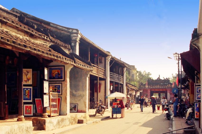 voyage à l'ancienne rue de Hoian