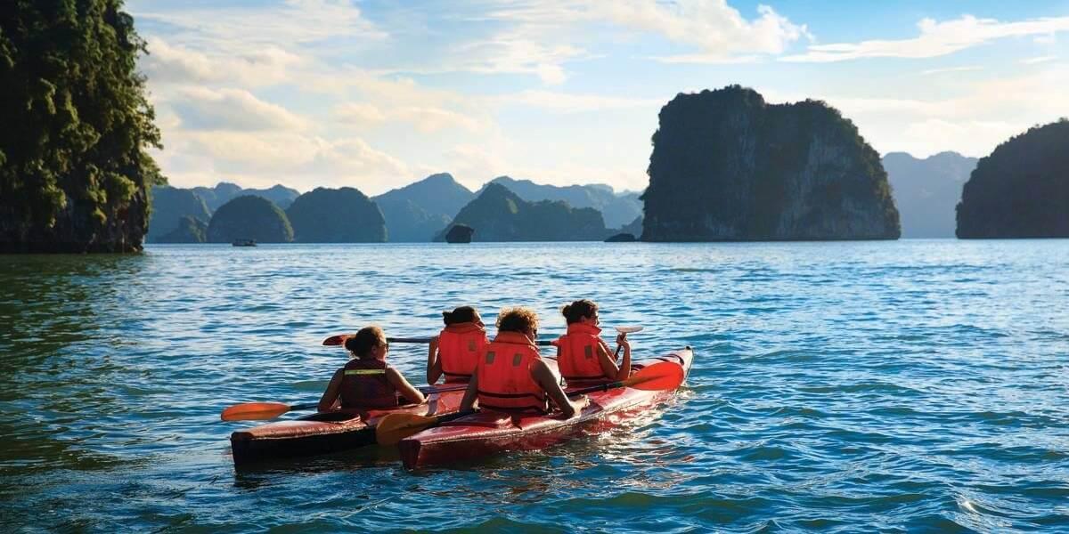 Vietnam-Halongbay-Kayaking